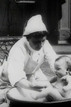 Best Documentary Movies of 1905 : Baby's Toilet