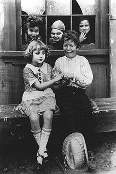 Best Family Movies of 1923 : July Days